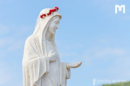 39 ruží ako poďakovanie za 39 rokov zjavení Panny Márie v Medžugorí. Ďakujeme ti, Mária, Kráľovná pokoja!