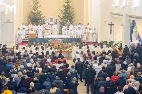 Prišli sme sa pokloniť novorodenému Ježišovi